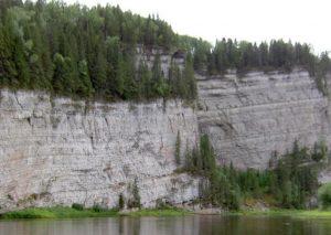 Большое бревно скала