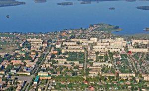 Город Чебаркуль на озере