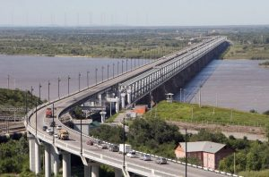 Мост в Хабаровске через Амур