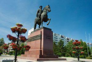 Памятник Жукову в Иркутске
