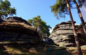 Скалы Шарташские каменные палатки